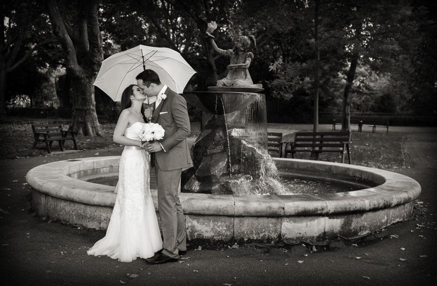 kissing photo at London Zoo