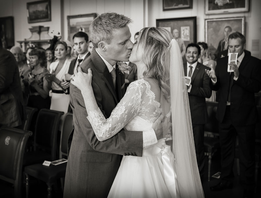 wedding_kiss_at_lords_London