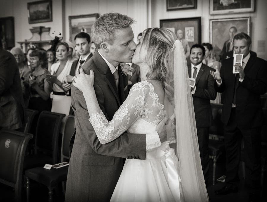 wedding_kiss_at_lords_London