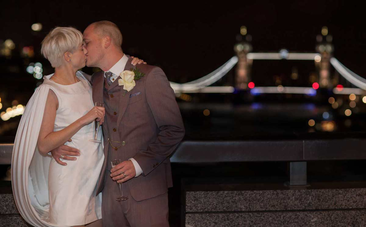Tower bridge wedding kiss