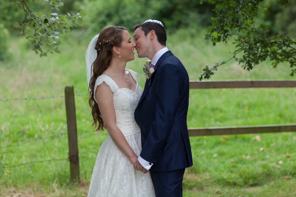 Hertfordshire_wedding_kiss