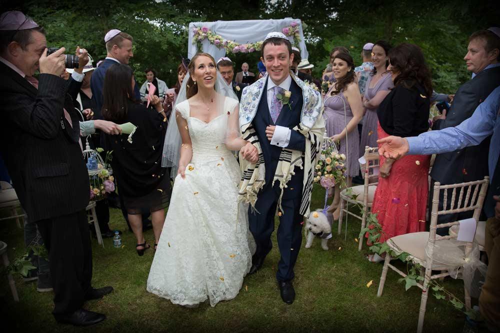 Wedding_confetti_outdoor_London_photo