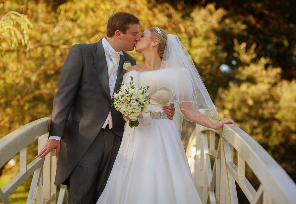 Woburn sculpture gallery wedding bridge kiss shot