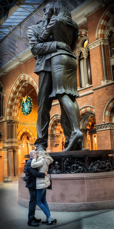 Christmas Kiss at St Pancras station