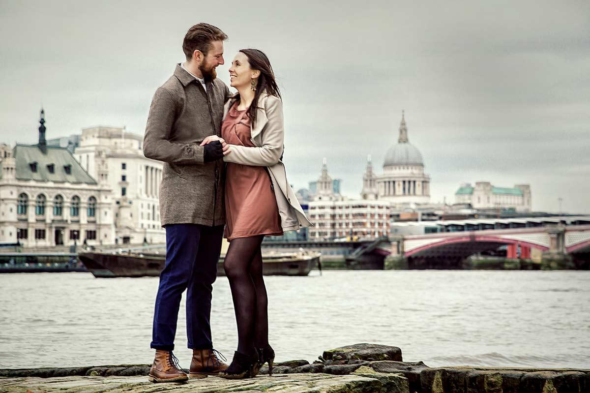 London_engagement_shoot_Thames_view