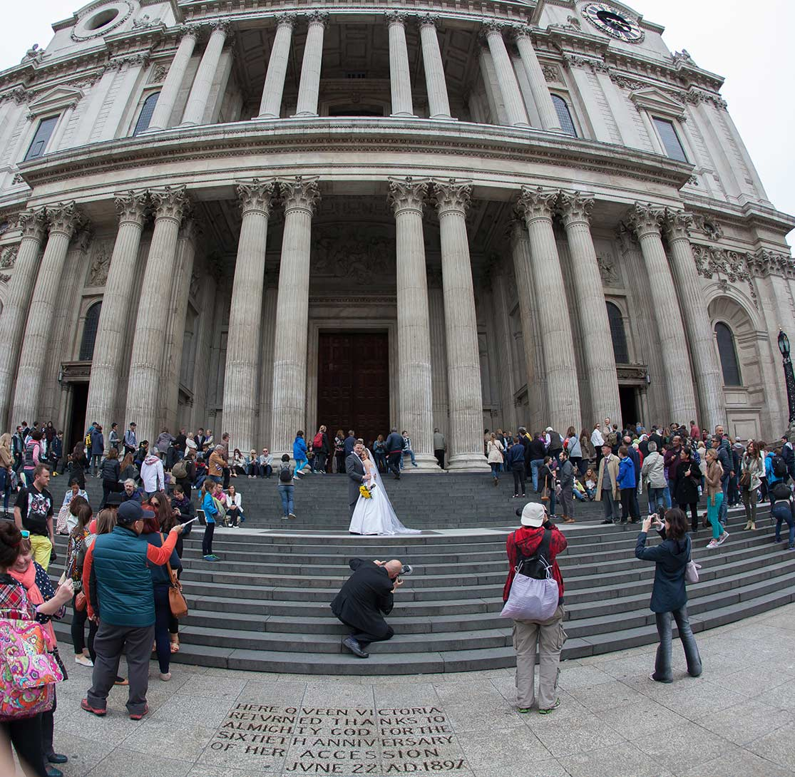 wedding photographer working at St Pauls