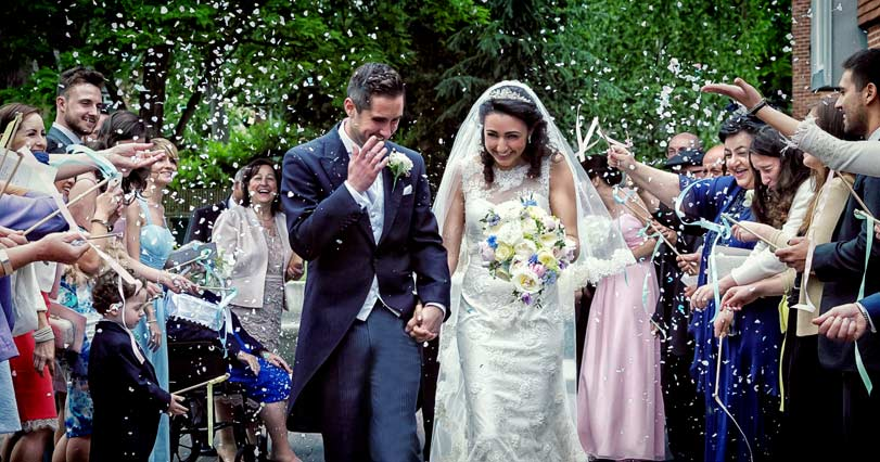 London Italian wedding confetti throwing