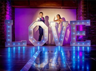 wedding couple with London love sign photo