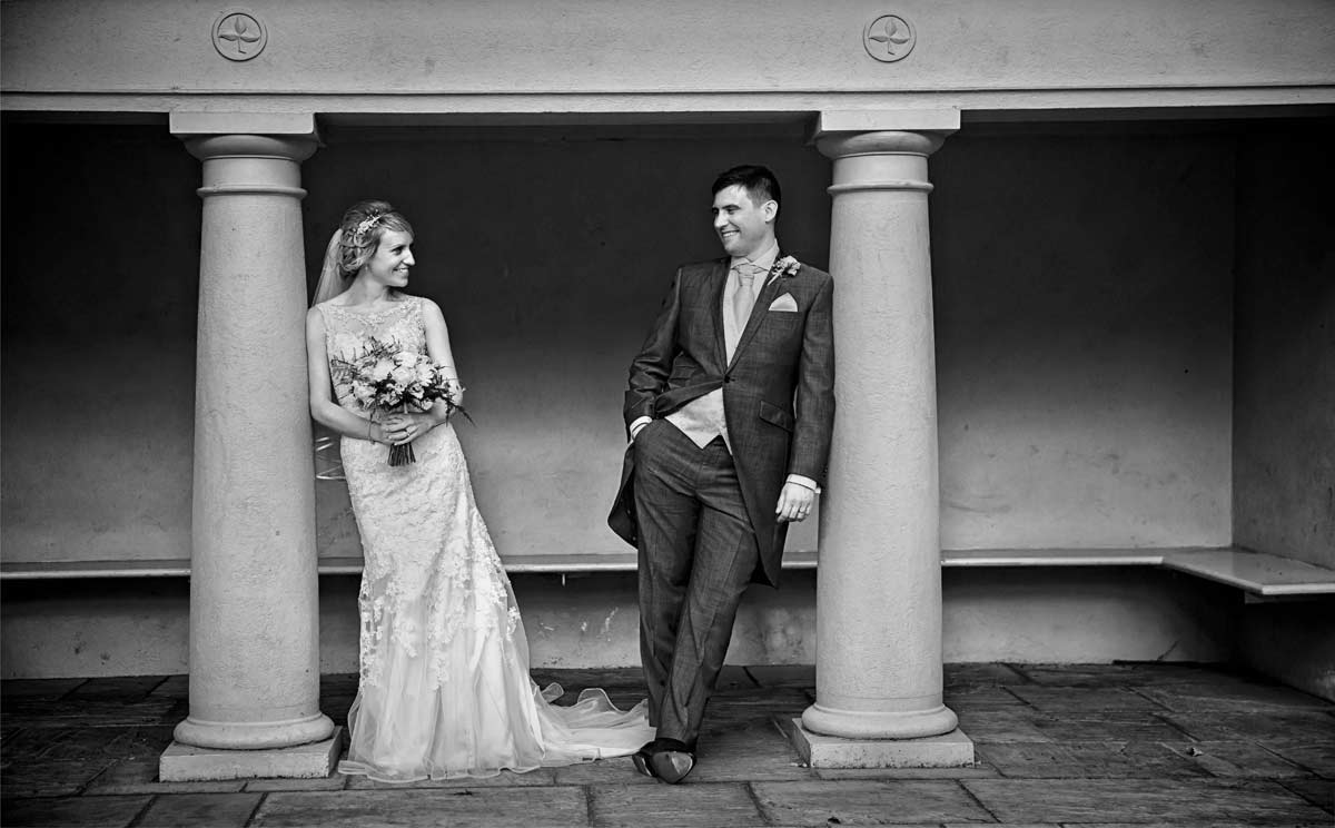 Wedding couple in London Belgravia Square