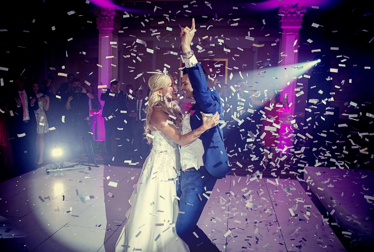 wedding couple first dance confetti cannon photo