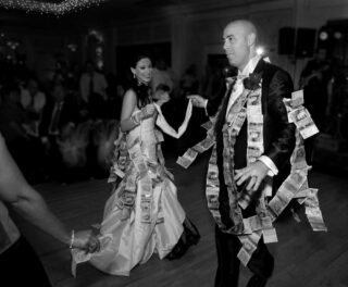 Greek_money_dance_at_London_wedding