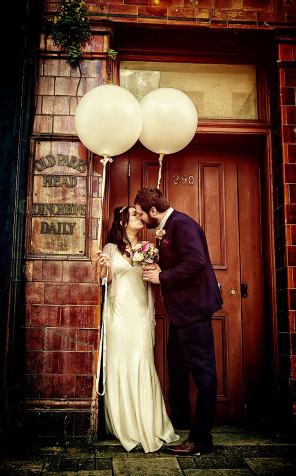wedding couple kiss in London Islington doorway