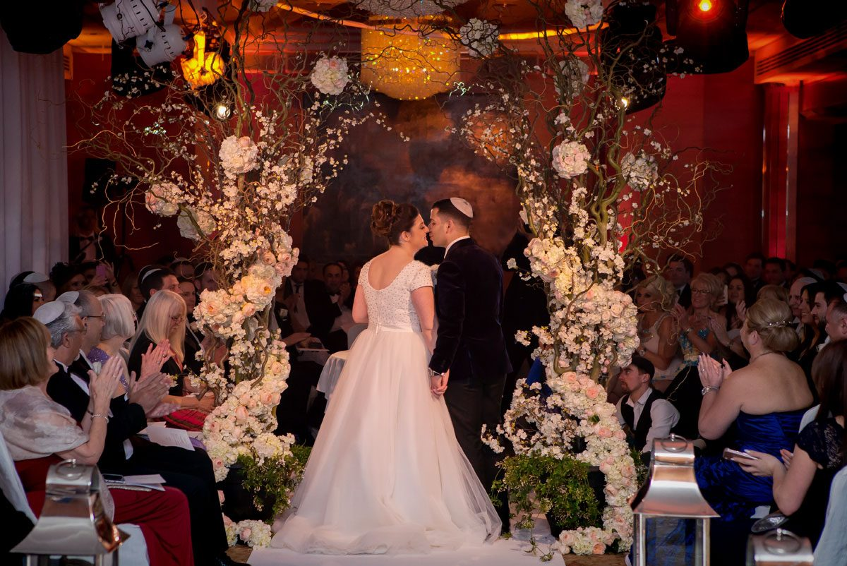 Kissing photo Jewish wedding Four Seasons Hotel Park Lane
