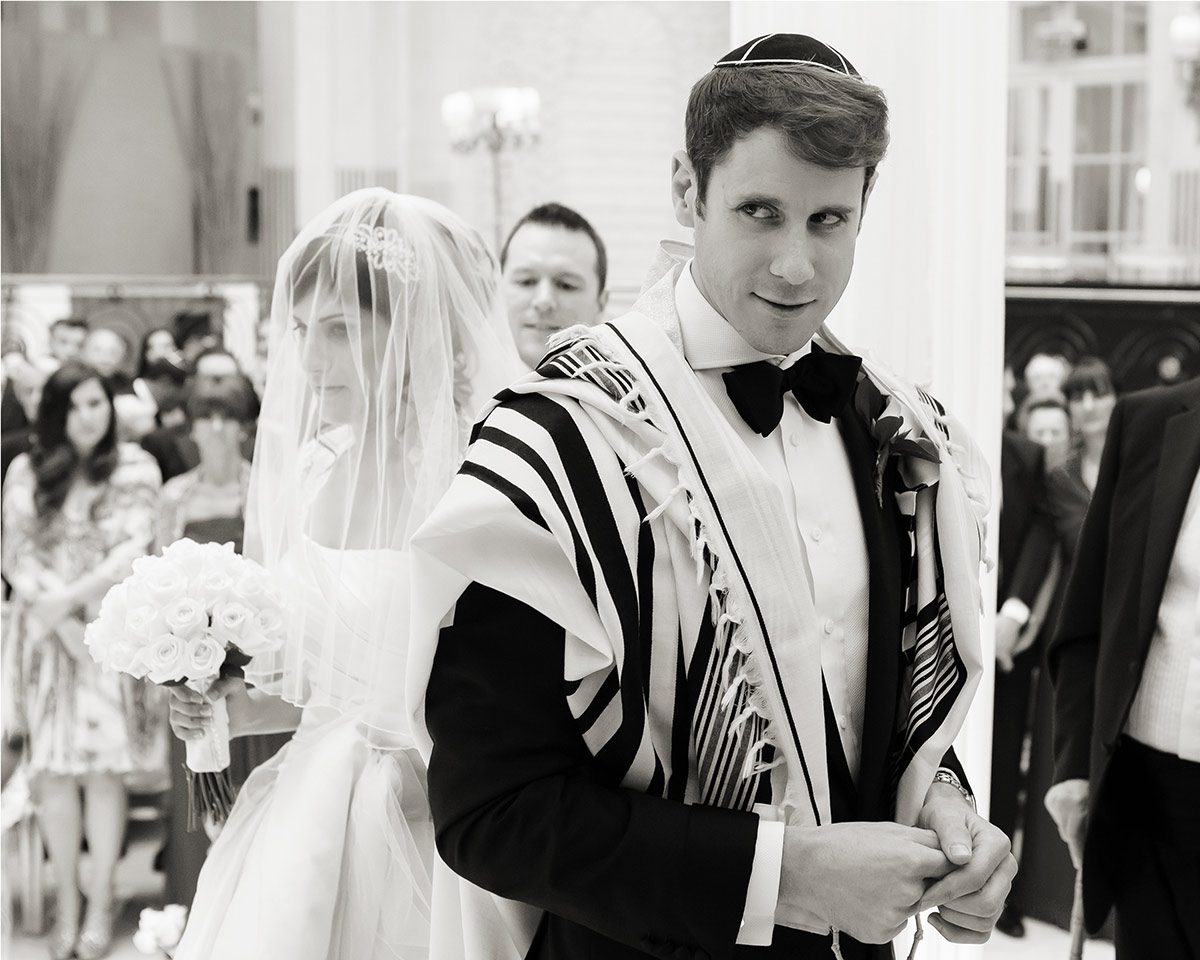 Jewish wedding ceremony at Waldorf Hilton Hotel London