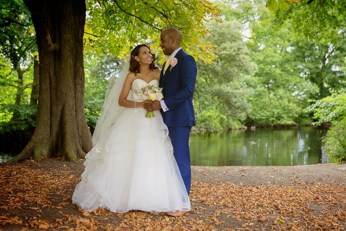 Wedding couple in grounds of Belair House Dulwich image