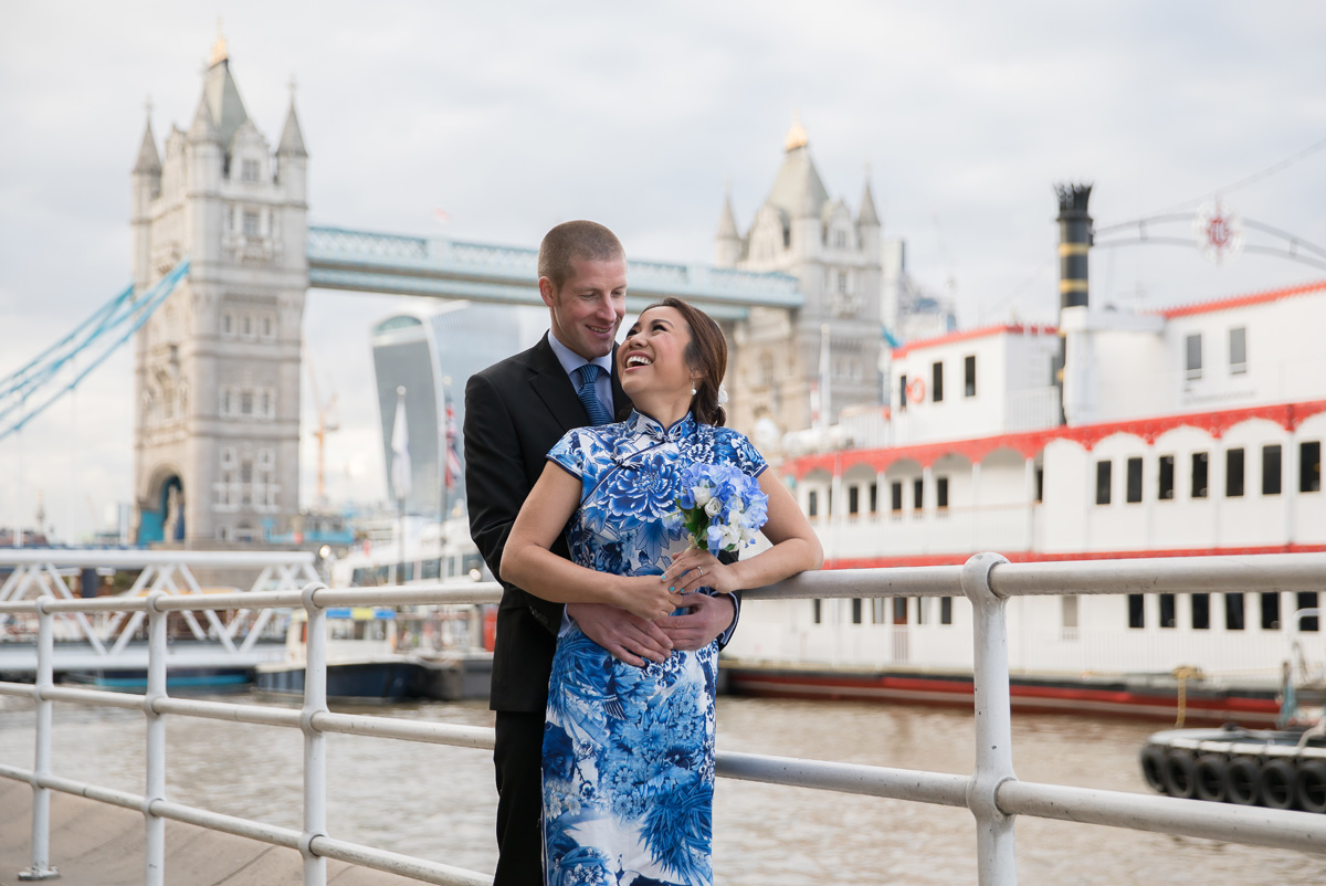 London engagement photo by Tower Bridge